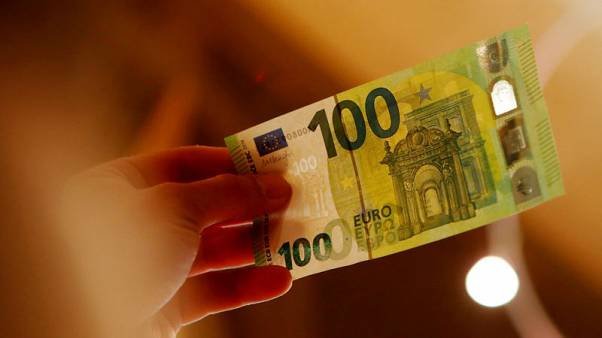 اليورو ينزل بفعل مخاوف الديون الإيطالية وتوترات التجارة