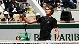 Roland-Garros: Zverev galère mais s'en sort