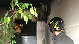 Incendio in condominio, forse fulmine