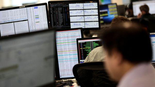Strength in oil majors keeps FTSE 100 afloat