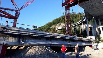 Ponte, giù trave 11 tra pile strallate