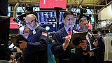 بورصة وول ستريت تستقر وسط التوترات التجارية بين أمريكا والصين