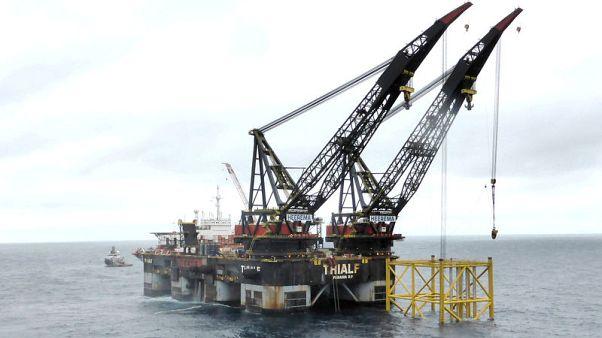 النفط يهبط 1% صوب أكبر نزول شهري منذ نوفمبر مع اتساع حروب التجارة