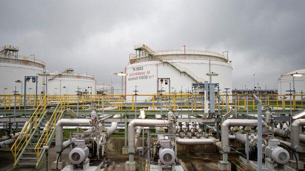 النفط يهبط أكثر من 3% مع اتساع مخاوف التجارة ويسجل أكبر هبوط شهري في 6 أشهر