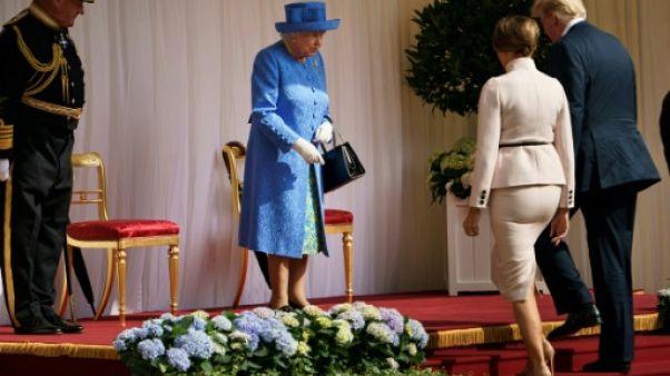 Après l'empereur, la reine: Trump goûte aux fastes de la monarchie