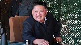 زعيم كوريا الشمالية يزور مصانع لها صلة بتصنيع منصات إطلاق صواريخ