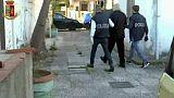 Violenza su due minorenni, arrestato