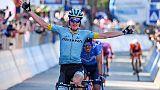 Giro: Carapaz resiste sul Monte Avena