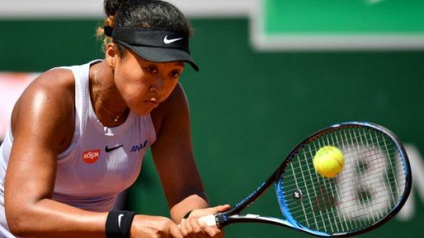 Roland-Garros: pas de trois à la suite pour Osaka, Djokovic déroule