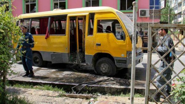 Kaboul: un mort, 17 blessés dont un journaliste dans une triple explosion