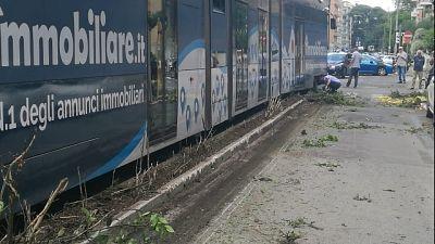 Deraglia tram a Roma, nessun ferito