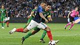 Bleus: Mbappé remplacé à la pause, touché à la cheville gauche