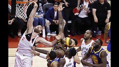 Nba, Warriors-Raptors 1-1 dopo gara 2