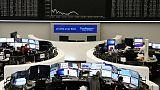 الأسهم الأوروبية تنخفض بسبب مخاوف التجارة وصفقة إنفنيون