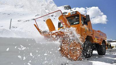 12 mt neve, riapre colle G. S. Bernardo