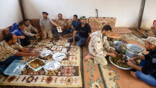 """Libye: sur le front au sud de Tripoli, """"le calme avant la tempête"""""""