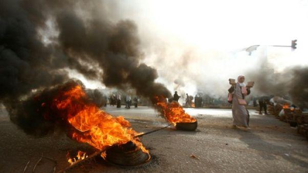 Un protestataire sur une barricade à Khartoum, le 3 juin 2019