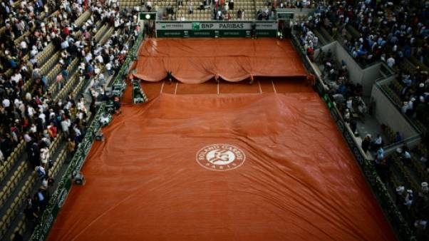 Roland-Garros: les matches interrompus avant un orage