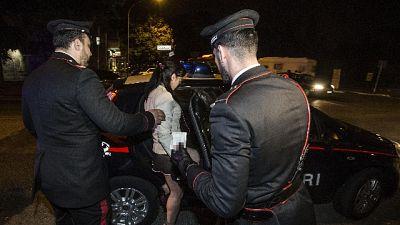 Sfruttavano prostitute romene, 8 fermi