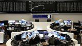 اليورو القوي يدفع أسهم منطقة العملة الأوروبية للهبوط مع تبدد آمال التيسير النقدي