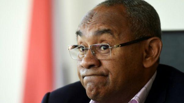 Le boss du foot africain interpellé à Paris, le chaos continue