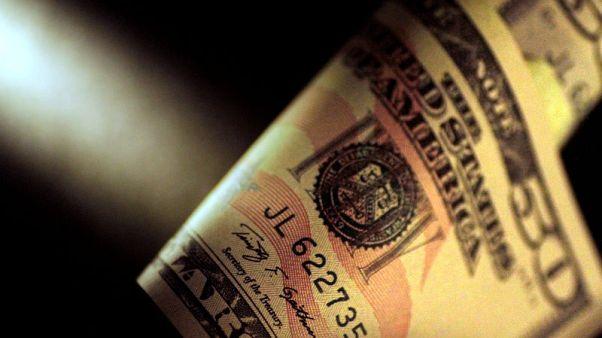 الدولار ينزل لأدنى مستوى في شهرين ونصف بعد بيانات الوظائف الأمريكية
