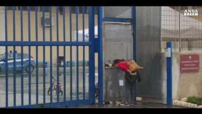 Migranti: a Pozzallo nave con 62 a bordo
