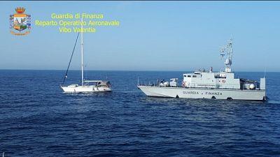 Veliero con 60 migranti in Calabria