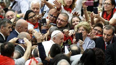 Papa, occuparsi poveri non è comunismo