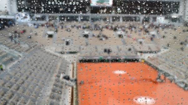 Roland-Garros: la demie Djokovic-Thiem interrompue par la pluie