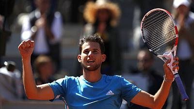 Thiem rides the storm to beat Djokovic in French semi-final