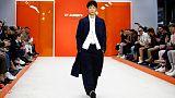 عرض لأحدث تصميمات ملابس الرجال لمجموعات ربيع/صيف 2020 في أسبوع الموضة بلندن