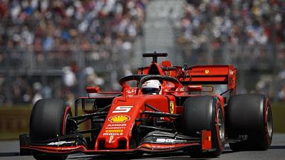 Vettel ostacola Hamilton, 5'' penalità