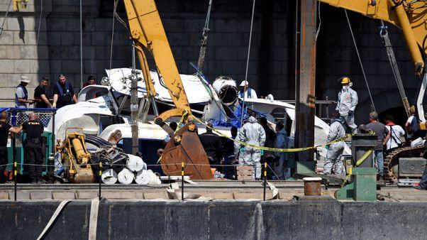 انتشال سفينة سياحية مجرية بعد أسبوعين من حادث غرق فيه 28 شخصا
