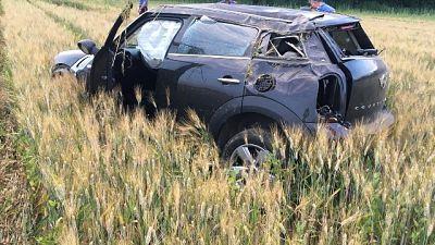 Si ribalta in auto e fugge a carabinieri