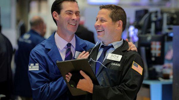 الأسهم الأمريكية تفتح مرتفعة بفعل تحفيز صيني وانفراجة المكسيك