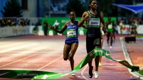 La Sud-Africaine Caster Semenya (d) remporte le 2000 m à Montreuil le 11 juin 2019