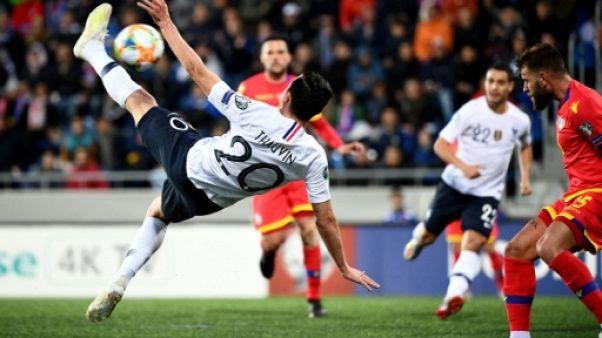 L'attaquant des Bleus Florian Thauvin (g) buteur lors de la victoire 4-0 à Andorre en préparation à l'Euro 2020 le 11 juin 2019