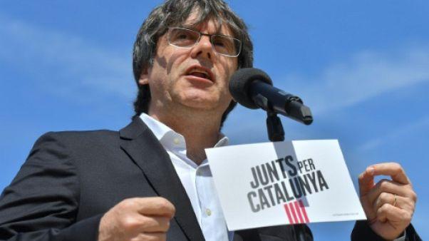 L'ex-président catalan Carles Puigdemont lors d'une conférence de presse devant les locaux de la Commission européenne à Bruxelles, le 24 mai 2019