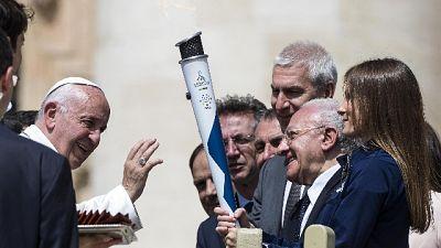 Universiadi: il Papa benedice la torcia