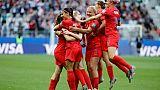 Les Américaines se congratulent après l'un des cinq buts d'Alex Morgan face à la Thaïlande, lors du Mondial, le 11 juin 2019 à Reims