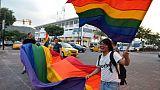 """Des Equatoriens célèbrent la décision de la Cour constitutionnelle d'approuver le mariage """"égalitaire"""", le 12 juin 2019 à Quito"""
