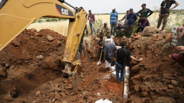 A Idleb bombardée par le régime syrien, on creuse les tombes par avance