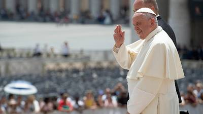 Papa: 17 novembre pranzo con 1500 poveri