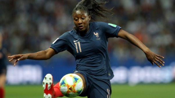 L'attaquante française Kadidiatou Diani contre la Norvège pour le 2e match des Bleues dans le groupe A à Nice, le 12 juin 2019