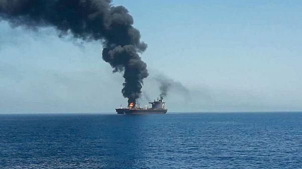 بريطانيا تحث السفن التجارية التي تمر عبر خليج عمان على توخي أقصى درجات الحذر