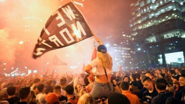Les supporters des Toronto Raptors en liesse après leur victoire en finale NBA à Oakland, le 14 juin 2019