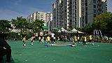 Des enfants d'une école maternelle de Kangcheng s'entraînent au football, dans le district de Minhang à Shanghai, le 6 juin 2019