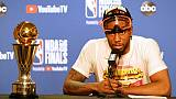Kawhi Leonard des Toronto Raptors en conférence de presse après la victoire de son équipe en finale NBA face aux Golden State Warriors, à Oakland, le 13 juin 2019