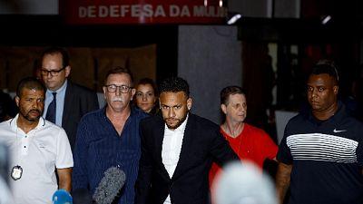 Neymar interrogato da polizia nega tutto